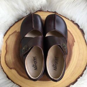 Alegria leather clogs